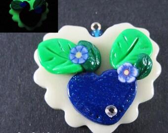 Kawaii Blue Heart Flower Charm Polymer Clay Jewelry Lolita Harajuku Asian Fashion Glows In Dark Gardening Hippie Necklace Free Shipping USA