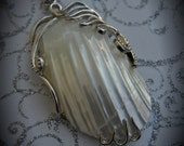 Luxury Pendant With Natural White Spiral Sea Shell Stripe Conch