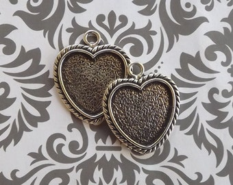 50 1 Inch Heart Pendant Tray, Bezel Heart Pendant in Antique Silver
