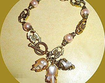 Peach pearl gold bracelet. Baroque freshwater pearls -Faux peach pearls - Antique bronze trims