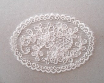 Wall lamp in tulle embroidered with 7 x 5 cms for your creations