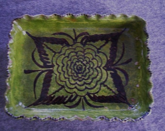 Vintage Mexican Dish with fluted edge - green