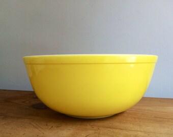 """Vintage 404 Yellow 4 Quart Pyrex 10""""Bowl"""