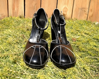 Black and White Strappy Cut Out Minimalist Colin Stuart Heels size 7.5 ladies