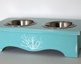 elevated dog feeder, 5 inches tall, coastal decor, 1 quart stainless steel bowls