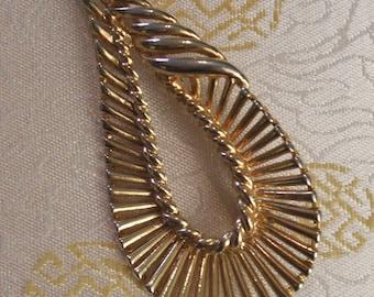 Paisley Brooch - Paisley Pattern Brooch - Buta Brooch - Buta-Shaped Brooch - Vintage Brooch - Goldtone Brooch - Gold Brooch - 1970s - 1980s
