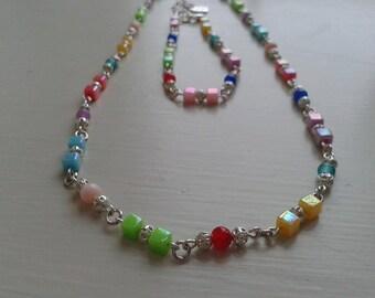 Multicoloured necklace and bracelet set