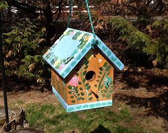 Functional birdhouse