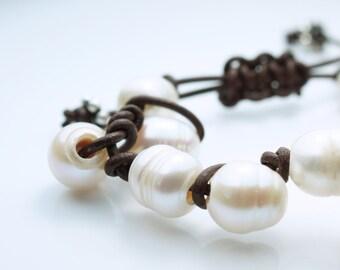 Pearl Leather Bracelet . Freshwater Pearls . Brown Leather . Adjustable Bracelet