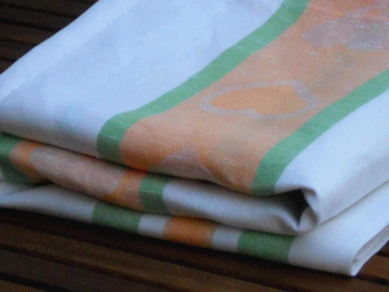 linge de table tissu ray p che vert nappe blanche avec coeurs. Black Bedroom Furniture Sets. Home Design Ideas