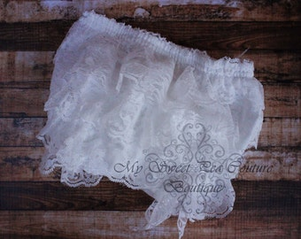White Lace Ruffle Bloomers- Diaper Cover - Baby Girl Outfit- Newborn Outfit - Cake Smash Outfit- Photo Prop