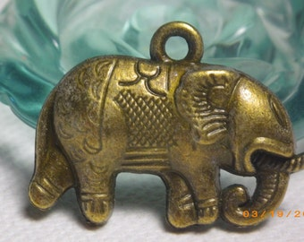 5 bronze SAFARI ELEPHANT pendents 29mm x 20mm
