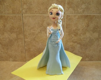 Queen Elsa (Frozen) cake topper
