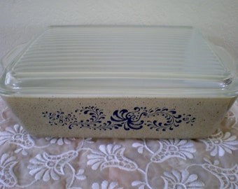 Vintage 1970s Pyrex Homestead 1 1/2 QT Refrigerator Dish with Lid
