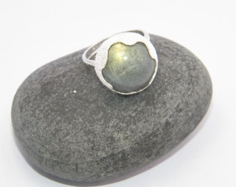 Handcrafted .925 Sterling Silver Stardust Ring with Natural Labradorite Stone Size US 7.5