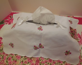 Tissue Box Cover- Embroidered w/ Pink Flowers, Green Leaves & White Highlights, VTG Vanity Tissue Box Cover, Collectible