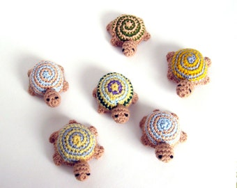 Party favor turtle. Crochet toy. 6cm (2.5 inches) long.