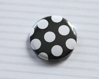"Badge 1 ""peas black and white"
