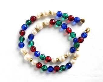 Vintage Red Green and Blue Lucite Faux Pearl Boho Necklace
