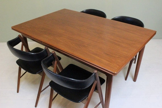 Am mobler vintage dining table with sliding leaves by for Dining table with leaf insert