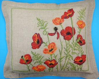 OUTSTANDING exceptionelly well done vintage 1970s handmade embroidery cross-stich red anemone flower motive on beige linen bottom pillow