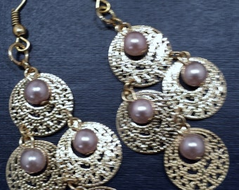 Gold and pearl dangle earrings.