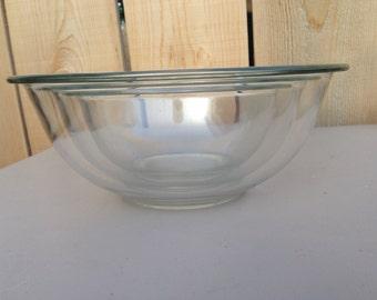 Retro Clear Pyrex nesting bowl trio