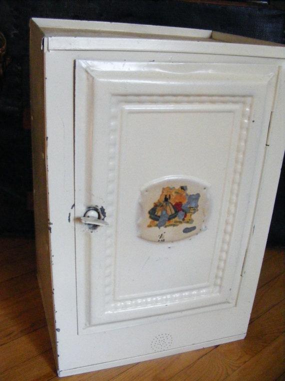awesome vintage tin pie safe bread box. Black Bedroom Furniture Sets. Home Design Ideas