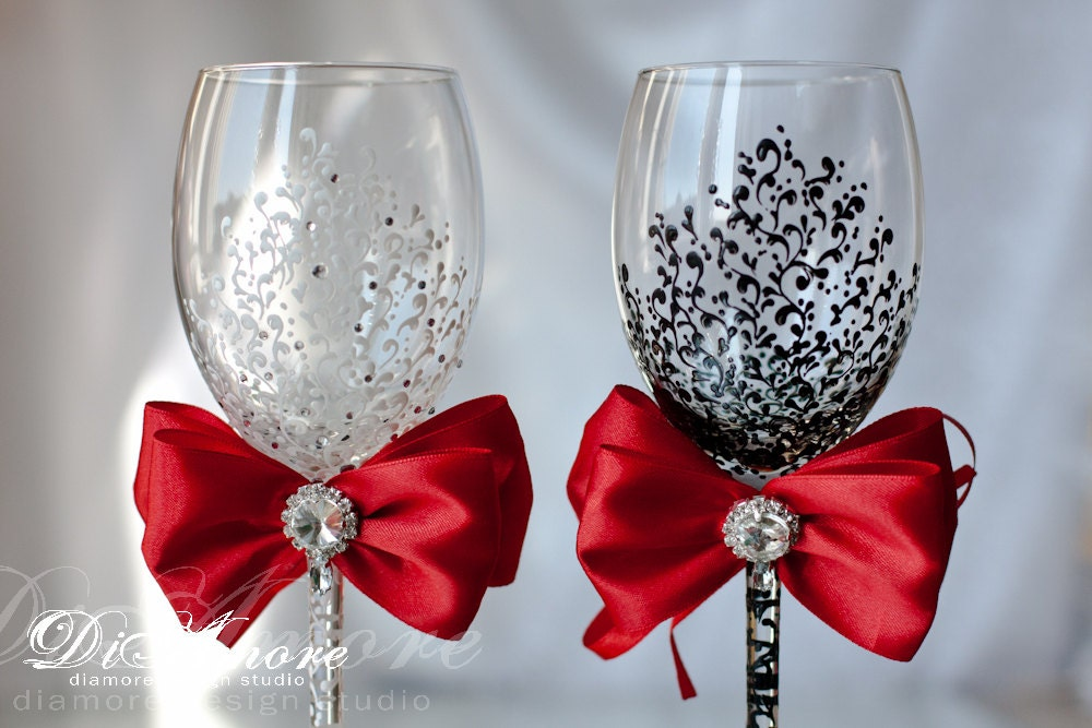 White And Black Personalized Wedding Set Champagne Flutes Mr