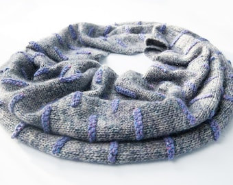 Happy is a knitting pattern of a snood/breipatroon van een snood-colshaw