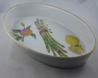 Royal Worcester porcelain. Made in England. Decor: Evesham. Beautiful, barely used ovenproof dish. VINTAGE