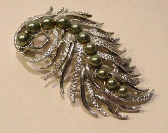 Vintage Sarah Coventry Faux Pearl Brooch