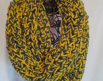 College Football Chunky Infinity Cowl Scarf in Green and Gold