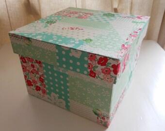 "DIY kit storage box 8.3""x 8.3""x 5.9"" (20 x 20 x 14 cm)"