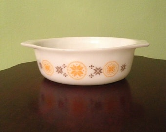 Vintage Pyrex Oval 1 1/2 Qt Town and Country Casserole #043