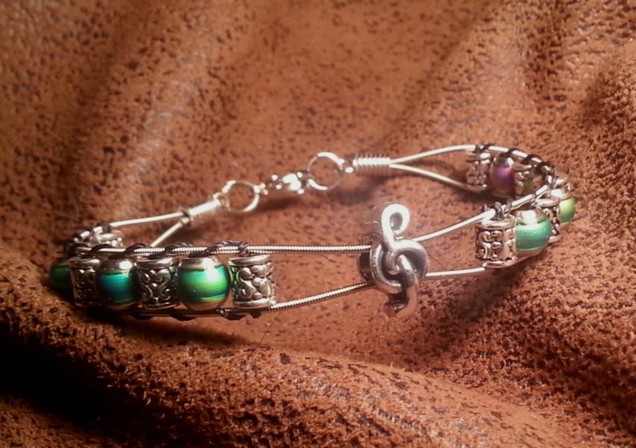 guitar string bracelet with mood beads and treble clef. Black Bedroom Furniture Sets. Home Design Ideas