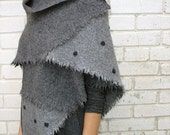 Triangular Shawl 012 / Handmade Weaving on the Loom / Scarf / Warm Shawl / 100% Natural Wool/ Stitched dots