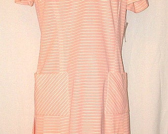 1960s Vintage Melon and White Acetate/Nylon Blend Ladies Scooter Dress — size 12