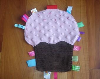 Cupcake Ribbon Tag Toy