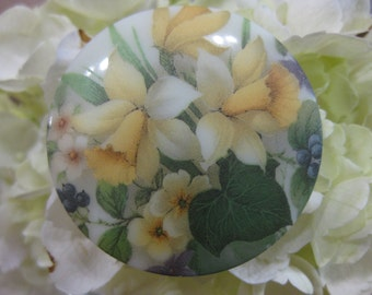 Spring Daffodil Blooms Czech Glass Picture Button 42mm