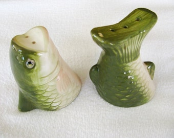 Popular items for fish salt and pepper on etsy for Fish salt and pepper shakers