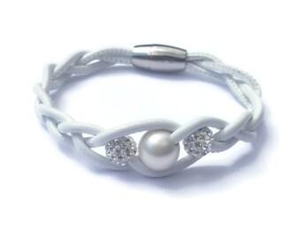White Leather Bracelet, Womens Leather Jewelry, Womens Leather Bracelet, Leather Bangle Bracelet, Pearl Bracelet, Twisted