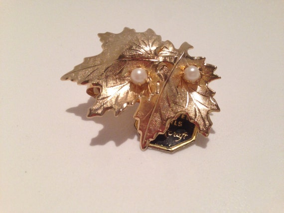Vintage Brookcraft Gold Leaf Brooch with Pearls / gift for mom / gift for her / pin for scarf