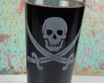 Pirate skull and swords etched Pint Glass