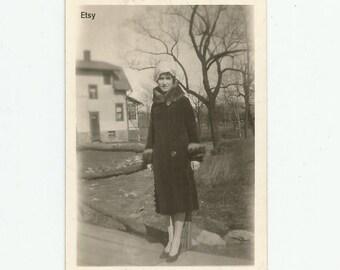Original 1920s 2.5x3.5 B&W vintage photo, Vintage picture, Woman