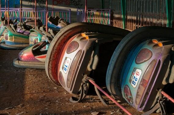Autos tamponneuses au parc d 39 attractions abandonn - Auto tamponneuse a vendre ...