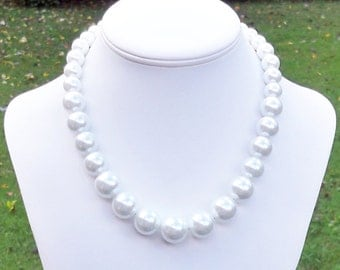 Graduated White Pearl Necklace Large Pearl Necklace White Pearl Necklace Bridal Necklace - Pearl Necklace for Bride