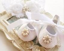Newborn shoe and headband set, Newborn gift set, Luxury baby accessories, Baby baptism shoes, Flower girl shoes, White crib shoe, White shoe