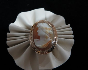 Yellow Gold Hand Engraved Cameo Brooch