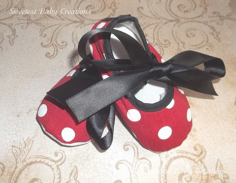 polka dot minnie mouse shoes and black minnie mouse